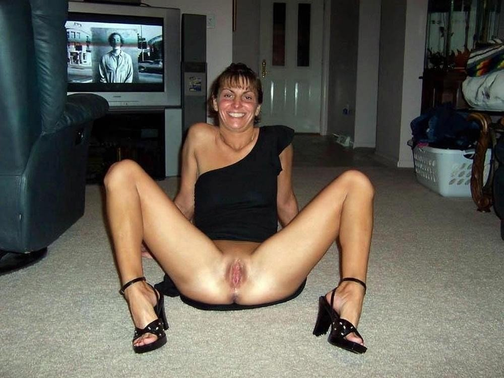 Homemade Wife Spreads Legs Pictures